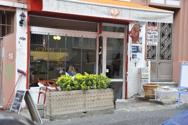 Bergüzar Korel dükkan açıyor