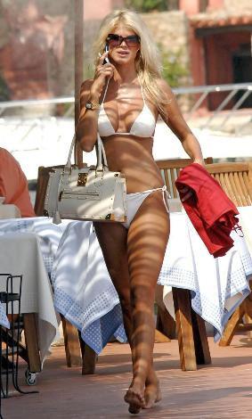 Victoria Silvstedtten bikini şov