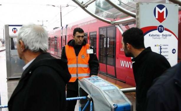 Elektrikler kesildi İstanbul'da metro ve tramvay seferleri durdu