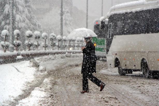 Bolu'da kar kalındığı 20 santimetreye ulaştı