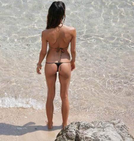 Nina Moric, ip bikinisiyle büyüledi