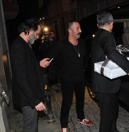 Cem Yılmaz durumu Şener Şen'e havale etti