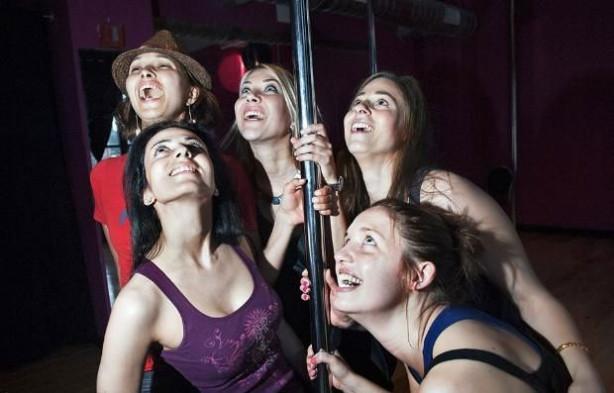 Kadınların yaptığı bekarlığa veda partileri