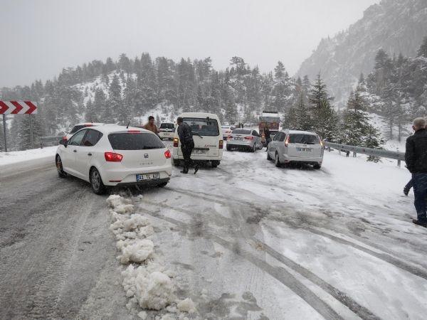 Antalya - Konya Karayolu kardan kapandı!