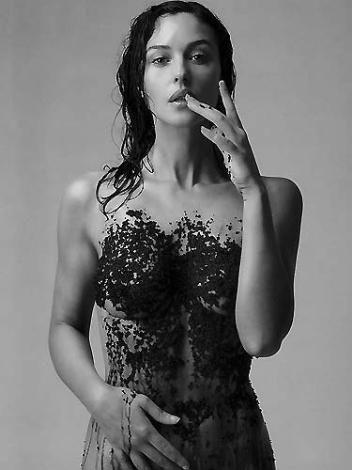İşte kadınların bayıldığı kadın, Monica Belluci