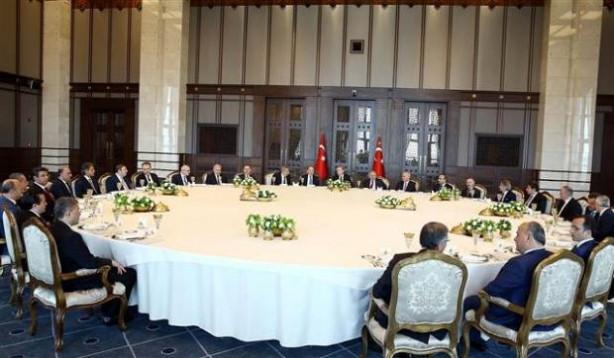 Saray'da İstanbul belediye başkanlarına yemek