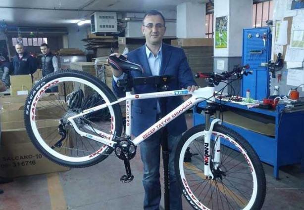 Salcano, Cumhurbaşkanı Recep Tayyip Erdoğan için yaptığı özel bisikleti