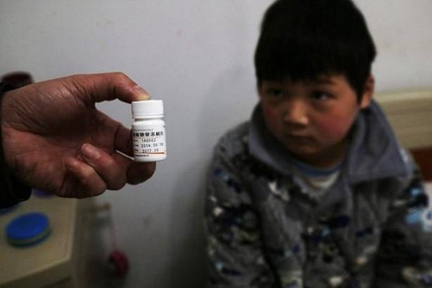 Çocuğuna ilaç alabilmek için