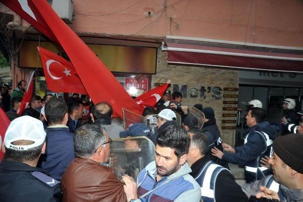 HDP'ye yürüyen gruba polis engeli