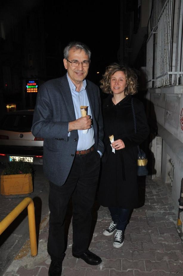 Orhan Pamuk sevgilisiyle görüntülendi