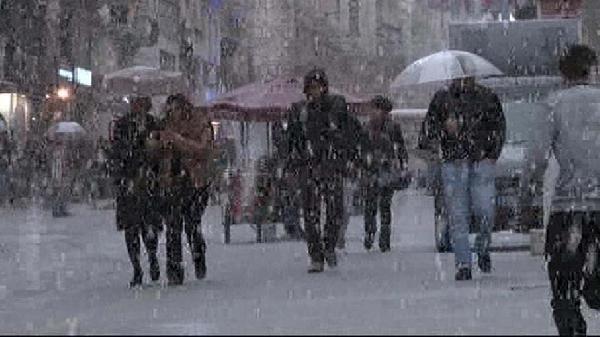 Dolu Taksim'i beyaza bürüdü