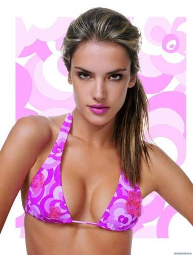 Alessandra Ambrosio bikinilerle poz verdi