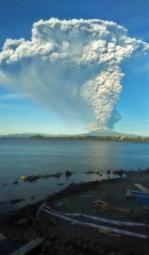 Şili'de volkan patladı