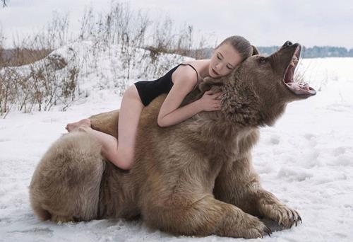Avcılığa karşı ayılarla kamera karşısına geçti ama...