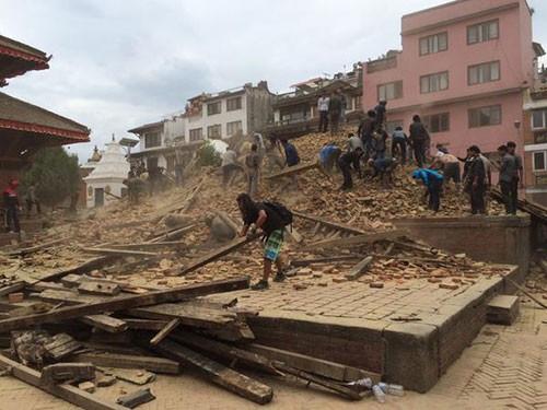 7,9'luk deprem sonrası ilk görüntüler