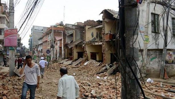 Nepal 7,8 büyüklüğündeki depremle sallandı: Ölü sayısı 2 bini aştı