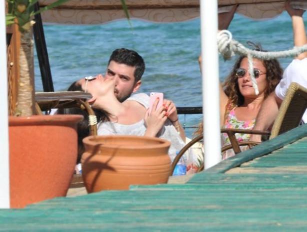 Merve Sevi nişanlısıyla tatilde