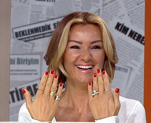 Pınar Altuğ elleri hakkında konuştu