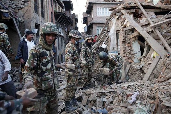 Nepal'de 10 bin korkusu... Sürekli artıyor...