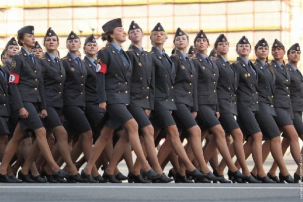 Dünyanın en güzel kadın askerleri