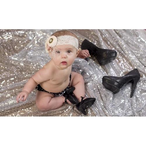 Bebeklere topuklu ayakkabı