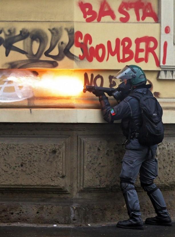 Expo karşıtı gösteriler Milano'yu alevler içinde bıraktı