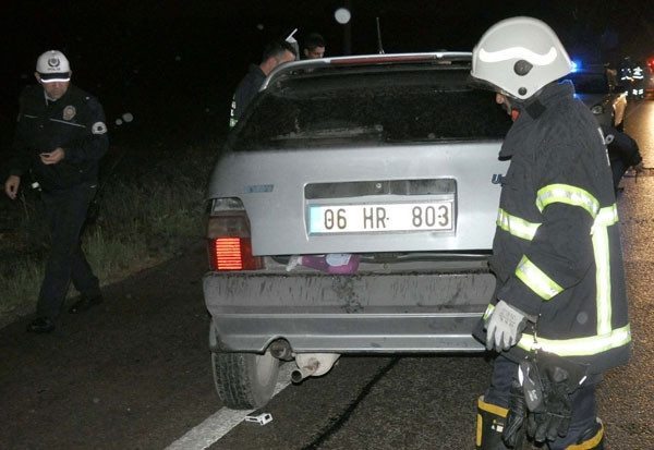 Kavşakta çarpışan 2 otomobilden biri ikiye bölündü: 8 yaralı