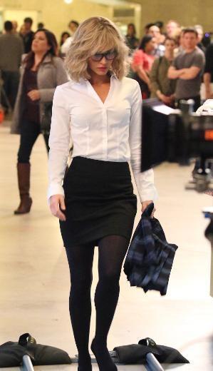 Megan Fox sarı perukla