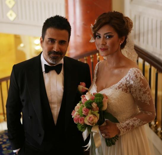 Emrah'tan eşi Sibel Erdoğan'a jest