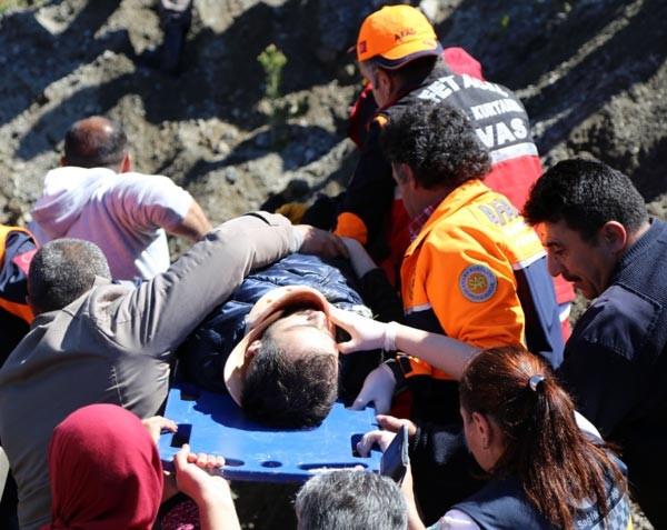 Öğrenci sevisi devrildi 57 kişi yaralandı