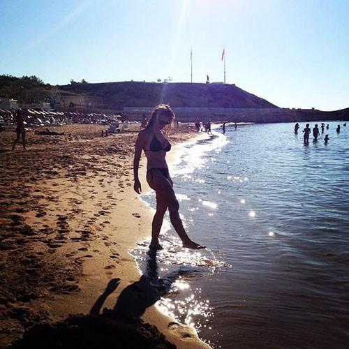 Neslihan Yeldan'ın bikinili fotoğraf isyanı
