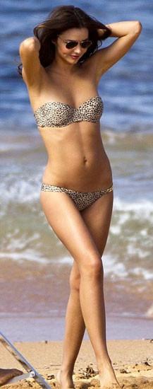 Miranda Kerr hamburger yerken çıplak fotoğrafını paylaştı