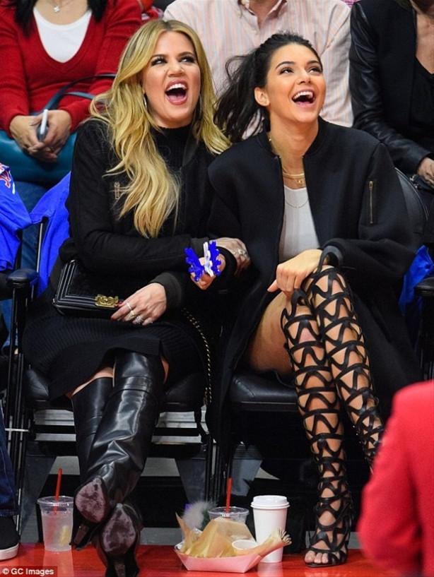 Kendall Jenner gladyatör botlarıyla ilgi odağı oldu