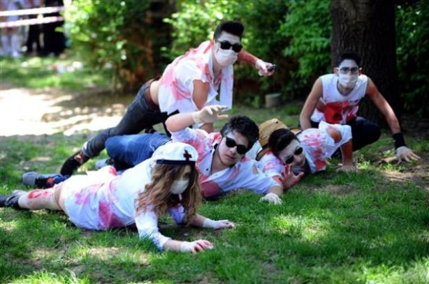 İstanbul'u zombiler bastı