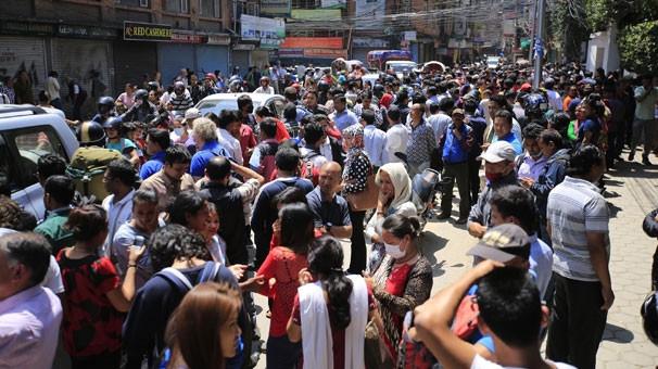 Nepal bu kez 7.4 ile sallandı