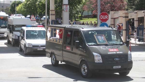Kenan Evren'e cenaze namazında protesto