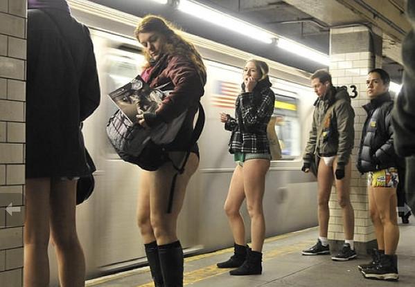 Metroda yine soyundular!