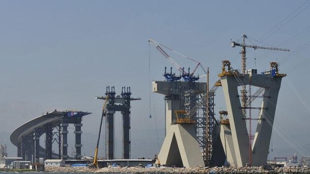 Dünyanın 4'üncü büyük asma köprüsünde kuleler tamamlandı