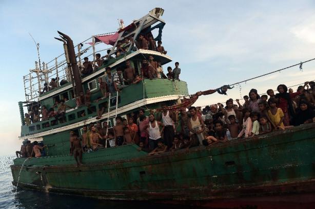 Günlerdir bir gemide aç ve susuz