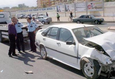 Otomobil ortadan ikiye bölündü !