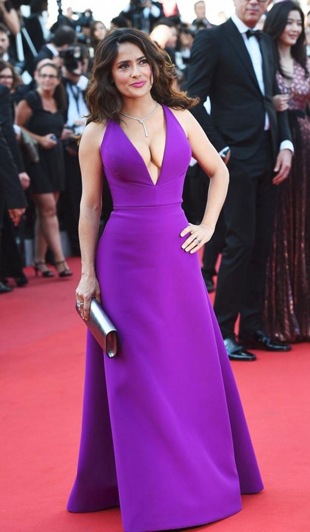 Cannes'da dekolteler konuştu