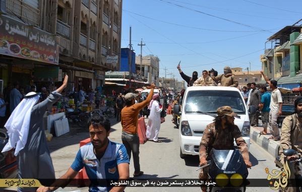 IŞİD köprüye asarak infaz etti