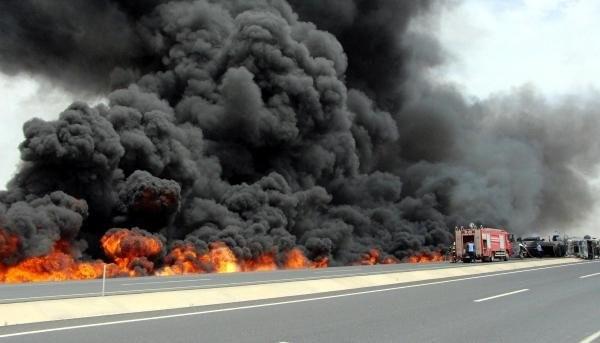 Nusaybin'de hampetrol yüklü tanker alev alev yandı