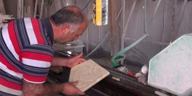 Kestiği mermerde 'Allah' yazısı çıktı