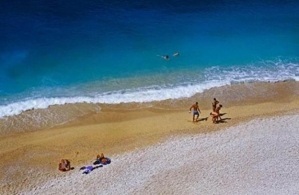 Dünyaca ünlü Kaputaş Plajı'a iş makineleri girdi