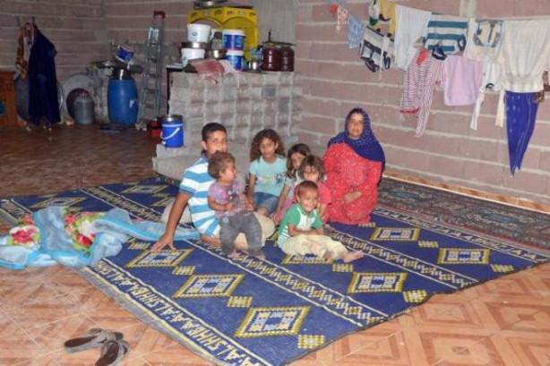 6 çocukla, tuvaleti, banyosu olmayan depoda yaşam savaşı veriyor
