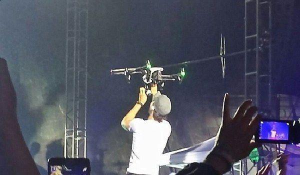 Enrique Iglesias konser sırasında yaralandı