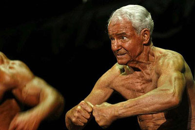 80 yaşında ama taş gibi !