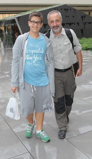 Mehmet Aslantuğ ve oğlu alışverişte