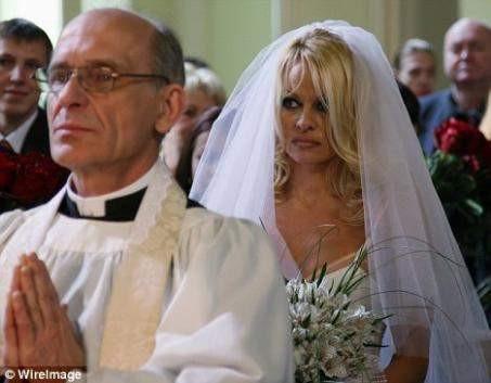 Pamela Anderson 4. kez gelin oldu